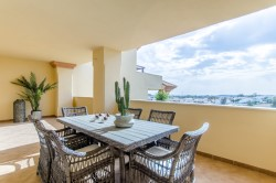 Apartment for sale in Cumbres del Rodeo, Nueva Andalucia