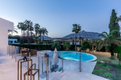 Villa situated in Golf Valley, Nueva Andalucia
