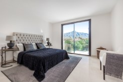 Villa for sale in Golf Valley, Nueva Andalucia
