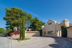 Buy a property in Las Mimosas, Puerto Banus