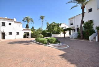 Show detail information about rental property: Los Naranjos Country Club Nueva Andalucia