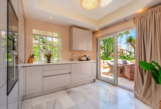 Show detail information about rental property: Alcazaba Beach Houses, Estepona