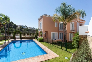 Show detail information about rental property: Aloha Lake Village, Nueva Andalucia