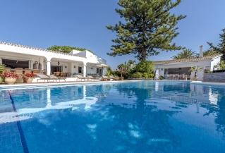 Show detail information about rental property: Villa Beatrix - Atalaya Park, Estepona