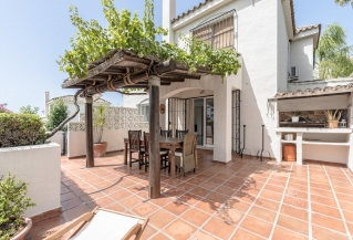 Show detail information about rental property: Los Naranjos Hill Club, Nueva Andalucia