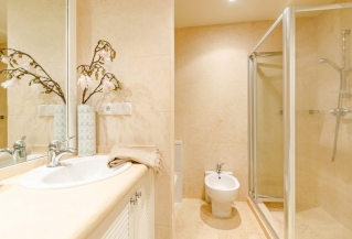 Show detail information about this property: A3882